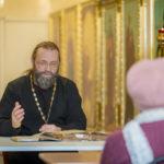 Уроки чтения Священного Писания в соборе Александра Невского продолжаются