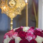 Около 30 тысяч цветов были пожертвованы собору для украшения икон